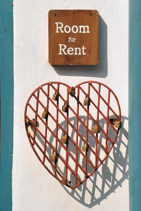 Sublet rental sign